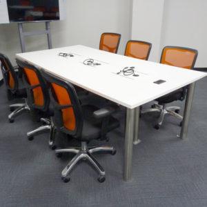 Mesa de conferencia para 6 personas. Diseñada y elaborada por Mobelart
