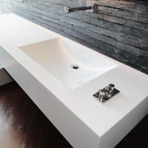 Moderno y elegante baño para comercio