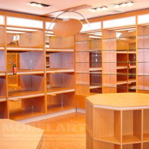 Exhibidor de productos fabricado con la más fina madera