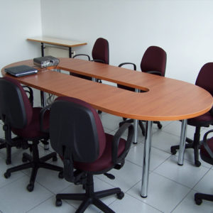 Mesa de conferencia para 4 personas