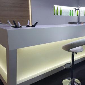 Elegante barra de restaurante con bar