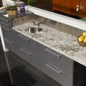Moderna cocina con superficie de granito