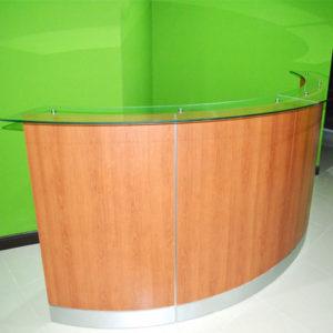 Recepción en oficina de madera